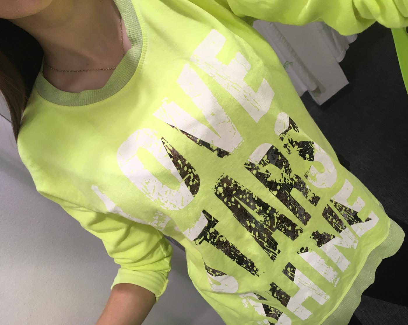 c4ba7a228502 Dámske neónové tričko s nápismi